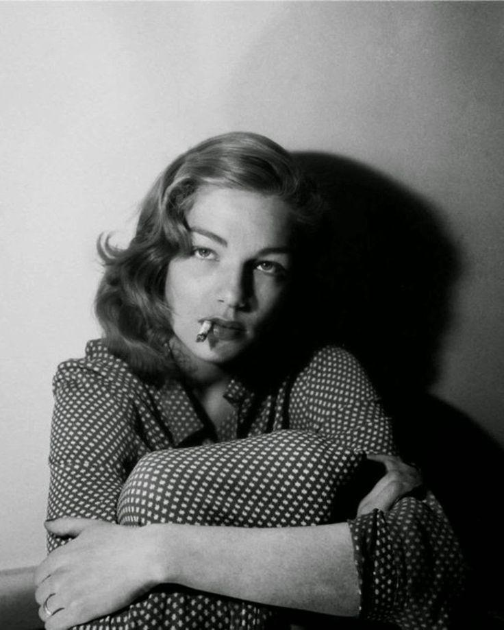 Film Noir Photos: The Art of the Dangle: Simone Signoret