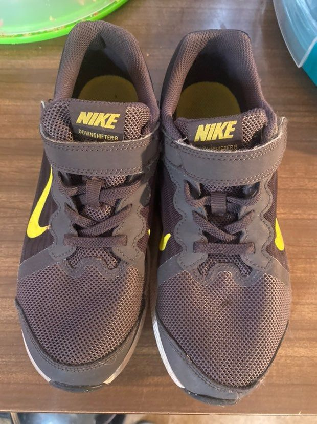 Boys Nike shoes in good condition. Size