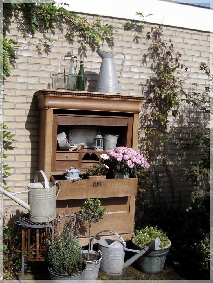 Een oude kast in de tuin: prachtig hergebuik!