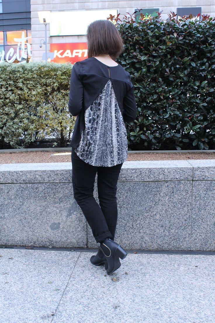 Blusa con detalle plisado y estampado de serpiente en la espalda.  http://trendypisces.blogspot.com/2015/02/50-shades-of-grey.html