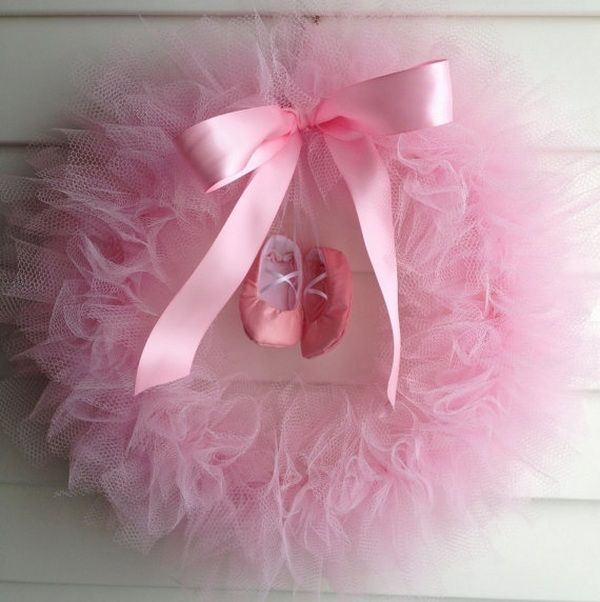 awesome DIY tulle wreath ideas little ballerina girl girl bedroom decor ideas