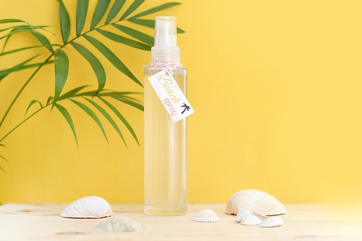 Envie de cheveux wavy comme à la plage en 5 mn top chrono ? Adoptez mon beach spray au sel de mer avec uniquement des ingrédients naturels !