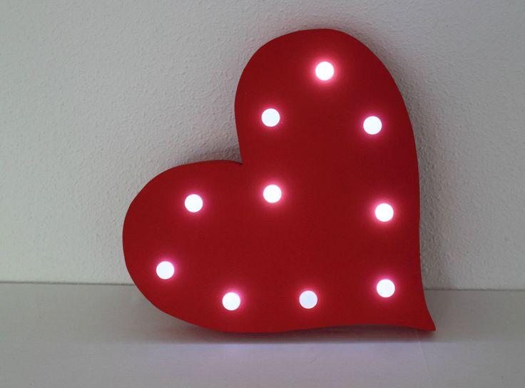 LOVE Heart. Iluminated. Works with 2-3 AA batteries.  LED lights. de Letrasdecorativas en Etsy