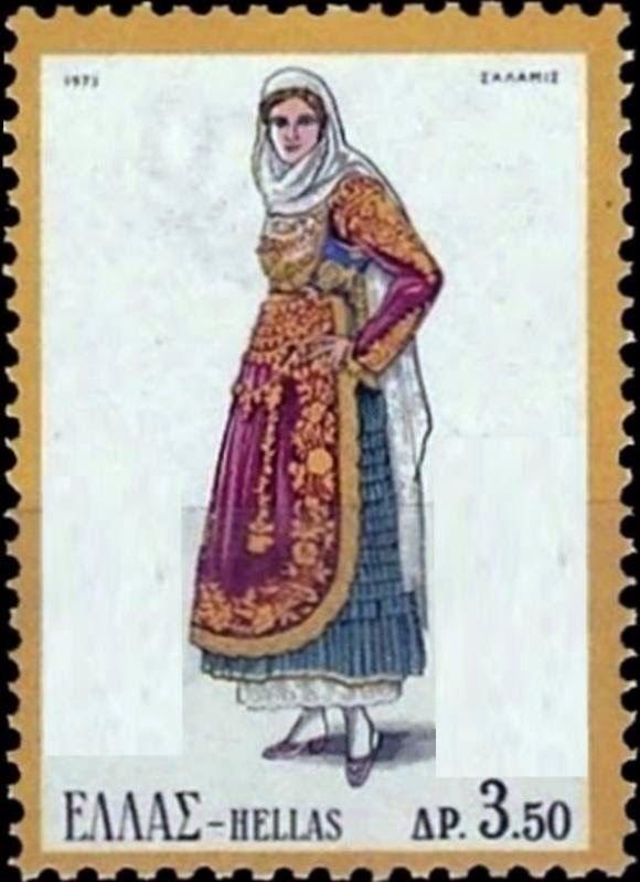Γυναικεία φορεσιά Σαλαμίνας . Η Σαλαμίνα ακολούθησε την εξέλιξη της μεγαρίτικης φορεσιάς. Η παλιά τους φορεσιά ήταν με κεντημένα πουκάμισα και με μάλλινα σεγκούνια, όπως σε Αθήνα και Τανάγρα. Κρατήθηκε μόνον ο παλιός στολισμός του κεφαλιού. Το πουκάμισο, χασεδένιο ή βαμβακερό με μανίκια, τελειώνει στον ποδόγυρο με μια φαρδιά δαντέλα συνήθως πλεχτή. Απαραίτητα είναι τα 2-3 κολλαριστά μισοφόρια για να πάρει όγκο η φούστα. Στο στήθος μια λεπτή τραχηλιά κλείνει ντο άνοιγμα του πουκαμίσου.