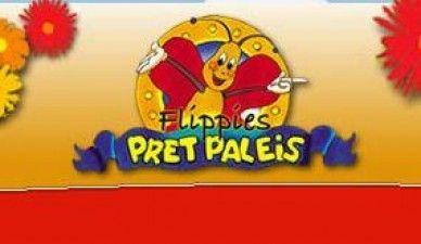 Spartel in de ballenbak, zoef van de glijbaan of spring op de trampoline! Bij Flippies Pretpaleis is het altijd feest: alles kan én mag!