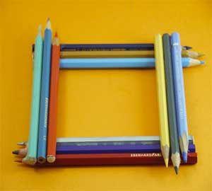Δημιούργησε πρωτότυπες κορνίζες από χαρτί για να βάζεις τις αγαπημένες σου φωτογραφίες. Χάρισε στους φίλους σου μια υπέροχη χειροποίητη κορνίζα με μολύβια.