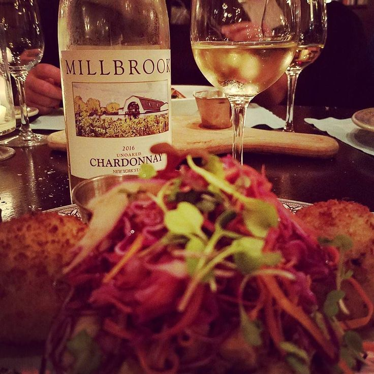 Great dinner last night @bluepigtavern and they had Millbrook Unoaked #Chardonnay and Rosé on the menu. Went great with my crabcakes! #hudsonvalley #hvwine #capemay @millwine