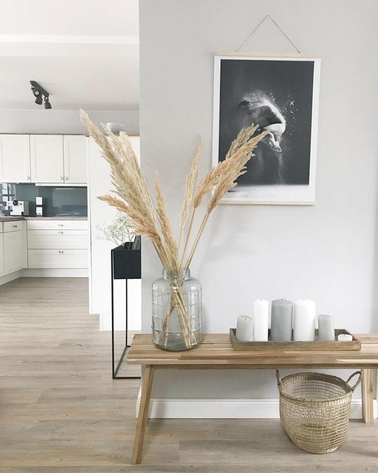 Pampasgras Ist Eine Super Deko Idee Die Uns Sommerlich An Den Letzten Strandurlaub Erinnert Entdecke Noch Mehr Wohnideen Auf Couchstyle Decor Home Decor Scandinavian Style