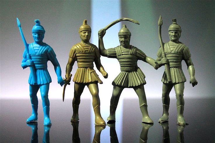 Thomas Toys Ancient Romans Chariot Driver Gladiators Vintage Plastic Playset   | eBay