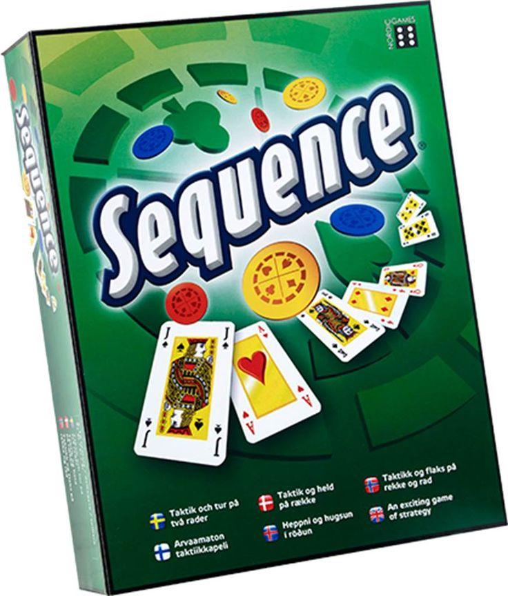 Sequence Det er sjovt, det er fyldt med udfordringer, det er Sequence.Det, du har brug for i dette bræt- og kortspil, er strategisk sans og held. Spil et kort fra hånden, og placer en brik på et tilsvarende felt på spillebrættet. Når du har fem på stribe, er det en Sequence.Lær at blokkere dine modstandere – fjern deres brikker. Hold øje med jokerne, de er vilde.Med lidt strategisk sans og held, vinder du spillet.Indhold: Sammenklappeligt spillebræt, 2 sæt Sequence-kort, 135 spillebrikker og…
