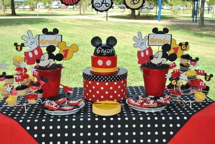 Mickey mouse party decorations need lots of supplies to make so do not be surprised if you need lots of money too. It is important to keep the party running