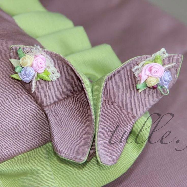 Текстильная интерьерная бабочка. Украшена цветами из лент