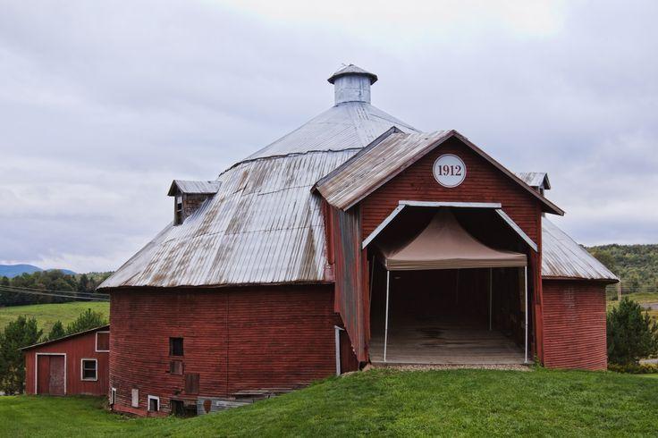 Round barn Mansonville - Quebec Canada