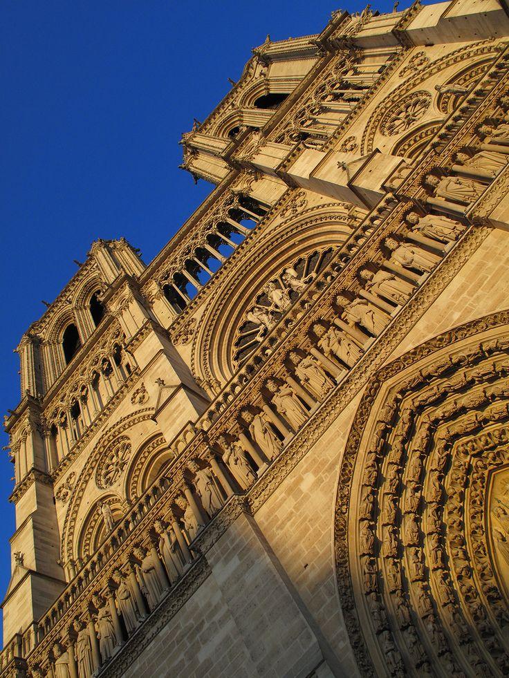 Spectacular building, Notre Dame de Paris by avg