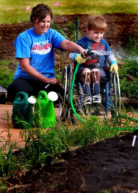 17 best images about accessible gardens on pinterest for Garden design ideas for disabled