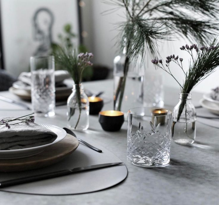 """Gefällt 716 Mal, 17 Kommentare - Synne Kristiansen (@synne_k) auf Instagram: """"there's no tablesetting without the Crispy lowball / highball glasses these days 💫 #frederikbagger…"""""""