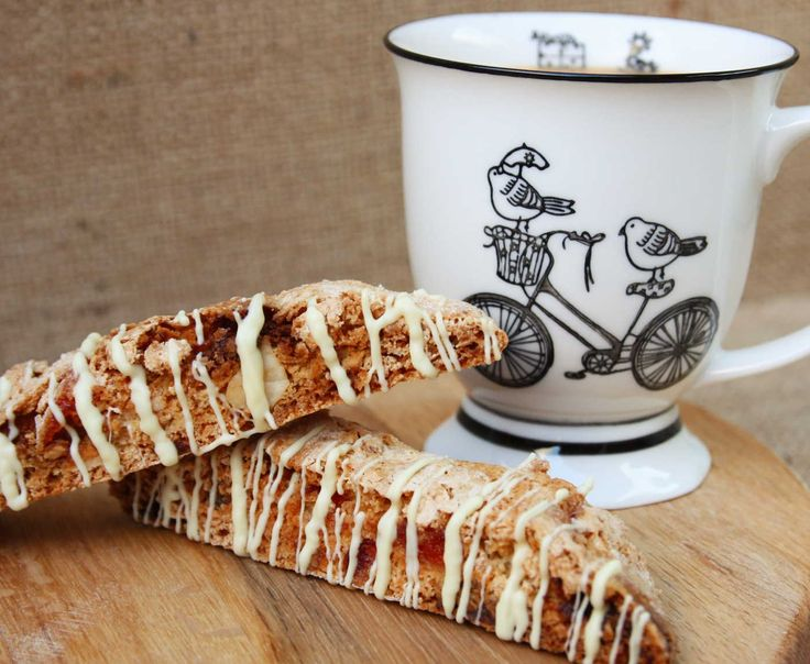 These crunchy, MACADAMIA, CHERRY AND WHITE CHOCOLATE BISCOTTI keep for ages and are great for dunking in tea or coffee (or, if you're feeling really indulgent, more chocolate!). Lainey x