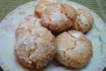 Moroccan Ghoribas with Coconut..Delicious Moroccan macaroons with a crisp crust. This traditional recipe uses semolina, which perfectly complements the flavor and texture of coconut