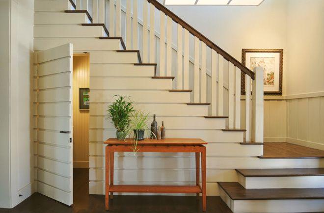 Bố trí nhà vệ sinh gọn gàng dưới gầm cầu thang - VnExpress Đời sống