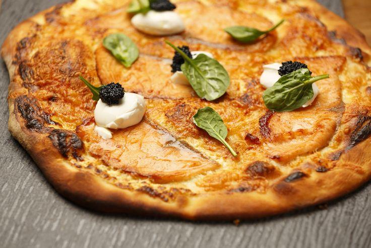 Tomin kylmäsavulohi-mascarponepizza