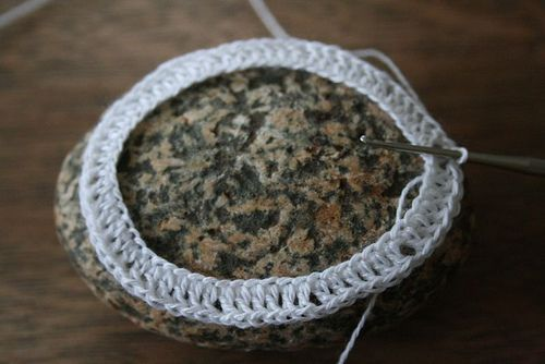 how to/tutorial with step by step pics - crochet around stone - lace crochet on a rock -