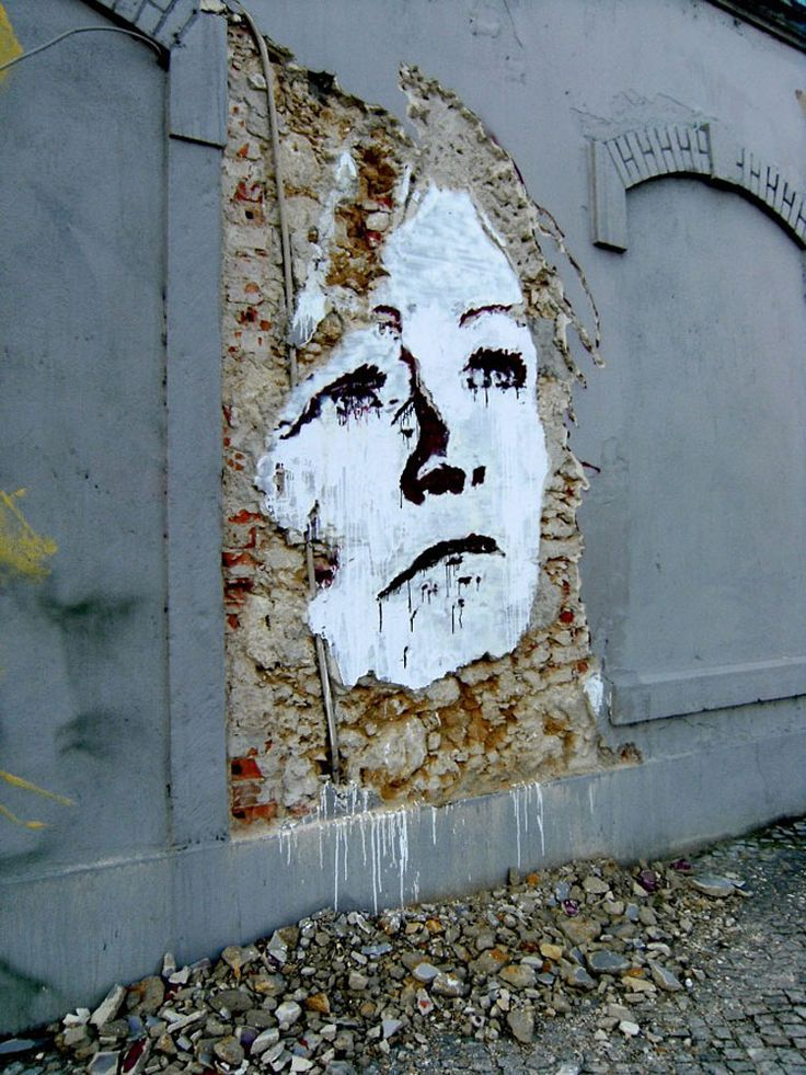 Portuguese artist, Alexandre Farto aka Vhils, takes street art to a whole new level with his deconstructed street portraits http://restreet.altervista.org/la-tecnica-esplosiva-di-vhils/