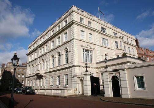 Clarence House toimii kruununprinssi Charlesin ja hänen puolisonsa herttuatar Camillan Lontoon-asuntona.
