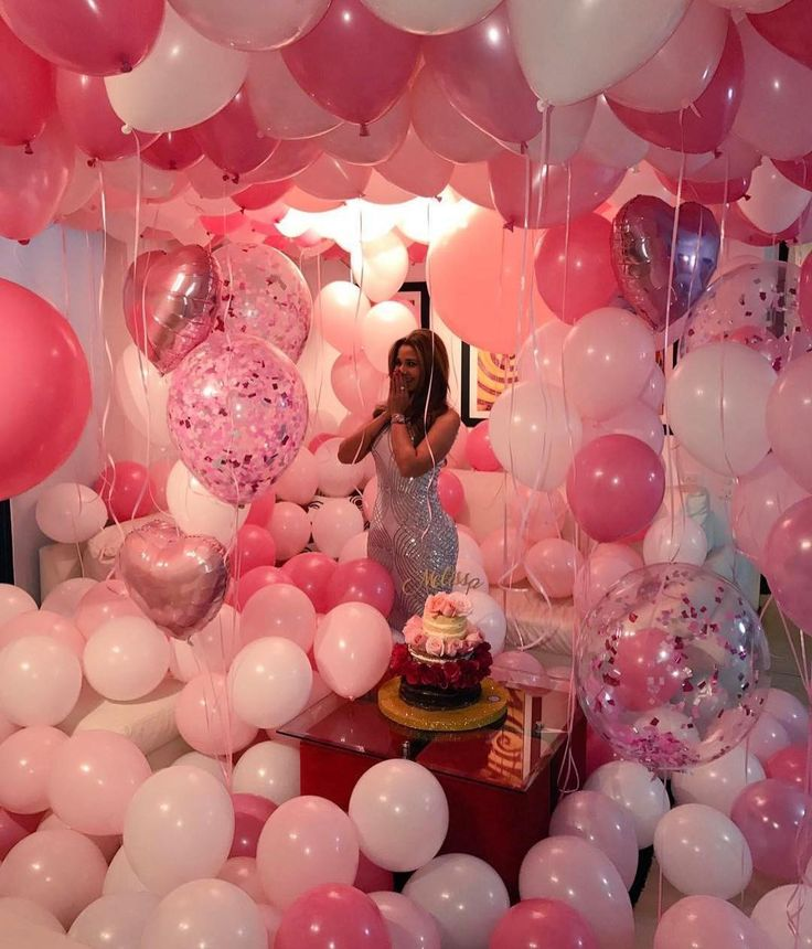 Perfect number of balloons! Mixed shades of pink and mixed styles. Glitter