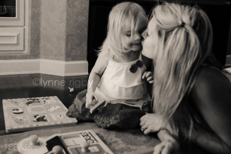 13 tips on taking self-portraits so YOU can be in the pictures, too! Don't wait for daddy to take the camera or you might be missing from the family gallery! I so need this!
