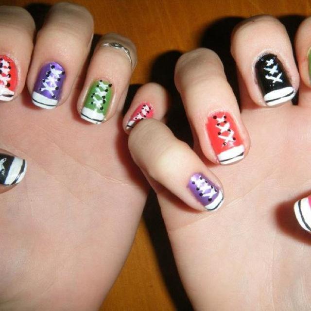 Converse shoes nails, nailpolish. Pintura de uñas de converse. zapatillas.