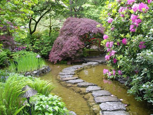 5 TIPS TO MAKE A PERFECT GARDEN PATH: Gardens Ideas, Small Yard, Water Gardens, Gardens Design Ideas, Dreams Backyard, Gardens Paths, Stones Paths, Step Stones, Crafts Storage