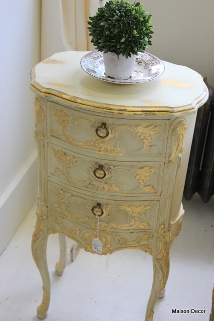 Old White with gilding, both waxes by Maison Decor