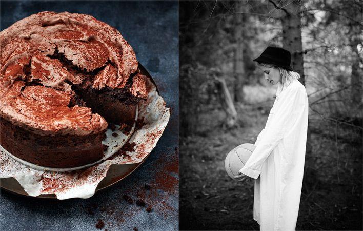 Wat deze taart a real shot of joy maakt is de toevoeging van het meringue-schuim. Die geeft de taart drie structuurlagen: de bovenkant is knapperig schuim, het midden is plakkerig en de onderste laag volle chocolade. En je zou het bijna niet geloven maar de taart is ook niet zo gek zoet (op de schuimlaag na dan).