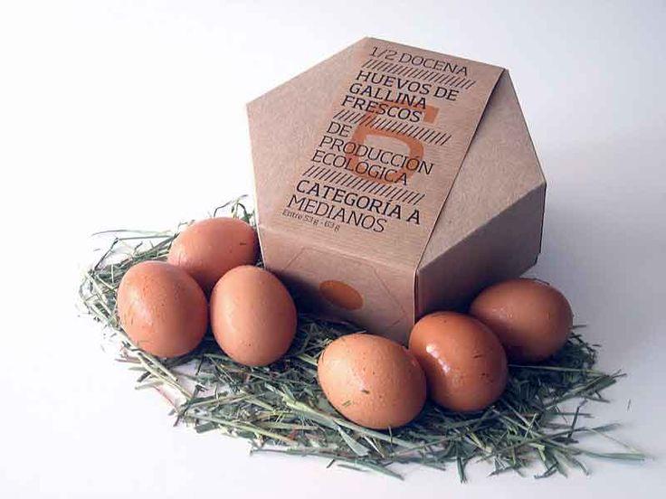 Hexovo, es un envase para huevos que representa una huevera de cartón reciclado con forma de prisma hexagonal. Este formato busca recordarnos a un...