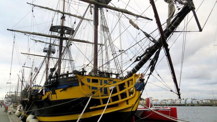 L'Etoile du Roy in Saint-Malo, Ille-et-Vilaine, Brittany, France | Photo by Ayuna Skol Ofenstrü (November 2013) #sailing #ship #voilier #bretagne #fregate #frigate #corsaire #corsair