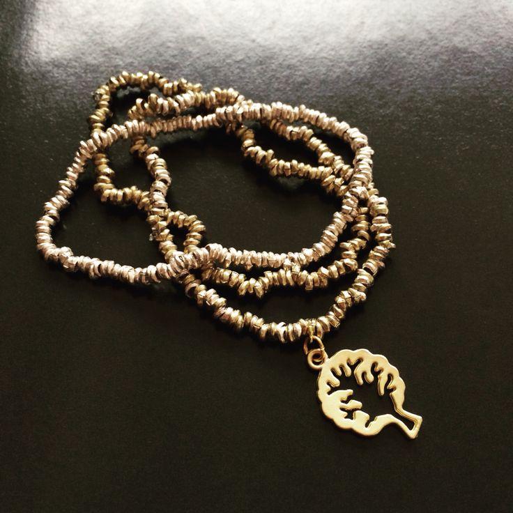 Pulseras metales y árbol de la vida gold plated