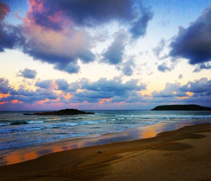 Island hopping sunset. How up adventure 🚣🏻♀️.
