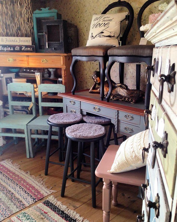Välkomna att fynda fina möbler-Milk Paint- möbelknoppar - schabloner och annat lull-lull !  Skattkammaren i Åkersberga  Tor-Fre 11-16:00 Lör 12-15:00 #måla#skattkammarbutiken#missmustardseedsmilkpaint#återbruka#genbrug#vintage#interiör#lovemmsmp#kalkfärg#shabbychic#målaom#inredning#mjölkfärg#interiör#inredning#vintagehome#lantligt#countryhome#doityourself#diy#roomforinspo#brocantechic#inspiration#rusty#instainspiration#antiquechic#frenchcountry