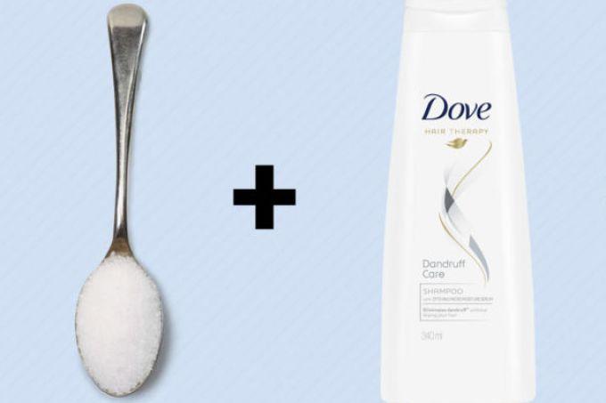 A mistura de xampu com açúcar é o que você precisava para fazer um detox no couro cabeludo.