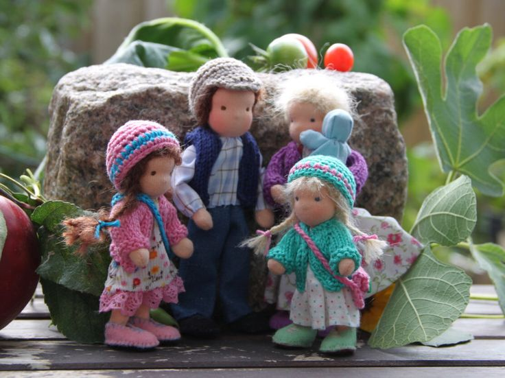 Dollhouse family Waldorf style Family of five by ElineDolls on Etsy https://www.etsy.com/listing/509446329/dollhouse-family-waldorf-style-family-of