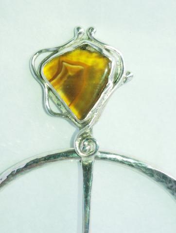 1537 Ornate Agate Penannular Pin