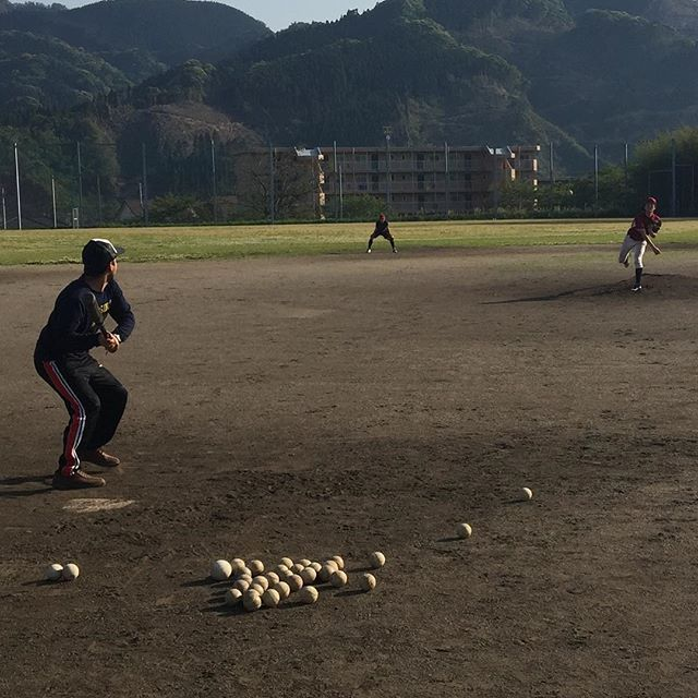 REPOST!!!  Playing baseball for the 1st time, it's very interesting game. #baseball #base #baselworld2017 #baseballshirt #game #play #baseballbat #baseballgame #baseballfield #baseball⚾️ #baseballlover #japan #miyazaki #sports #sportsmotivation #university #athelte #sportsphotography #iphoneography  Photo Credit: Instagram ID @raheemi_