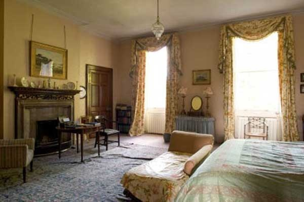 The fascinating georgian mansion with the old english for Victorian style master bedroom