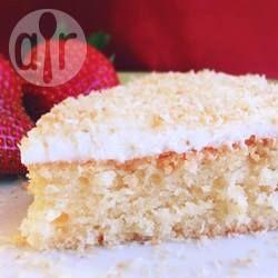 Bolo de coco sem glúten e sem lactose @ allrecipes.com.br - Fiz esse bolo para o aniversário da minha mãe e ninguém percebe que não leva farinha.
