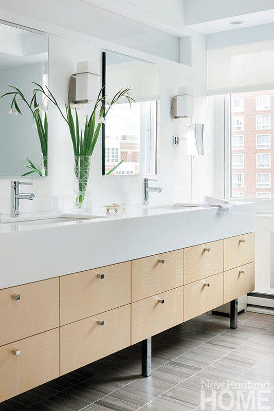 Платан суета ложится на известняк плиточные полы в спокойной ванны.