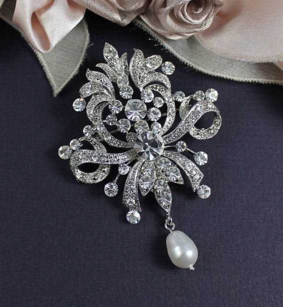 1000  images about Brooches belts accessories on Pinterest ...