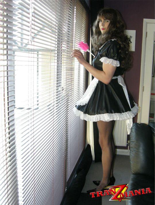 Tranny french maid