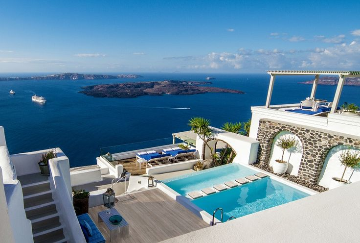 The stunning pool area with simply breathtaking views!