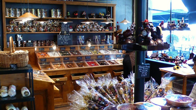 Maison Larnicol (Bordeaux, Cours de l'Intendance): Recently given the prestigious honor of Meilleur Ouvrier de France, Georges Larnicol's confectionary creations are both beautiful and delicious.