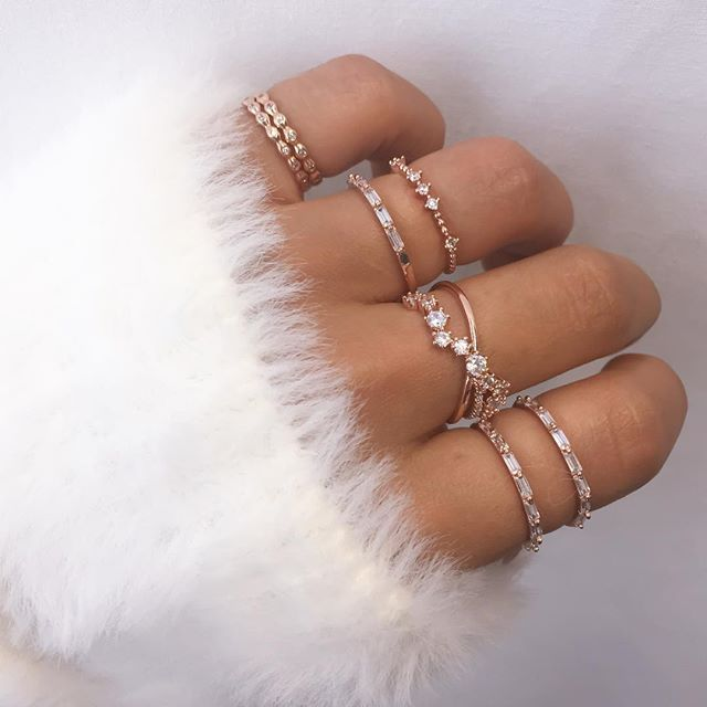 Cozying up to our new rose gold stacks #comingsoon…